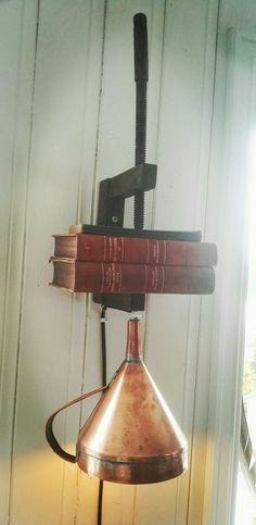 Skrutvinge og kobbertrakt ble lampe