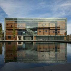 Steven Holl Architects has completed a multi-building arts complex for Princeton University, linked by a concourse underneath a large reflecting pool. Steven Holl Architecture, Facade Architecture, Contemporary Architecture, Landscape Architecture, University Architecture, Ancient Architecture, Sustainable Architecture, Theater Architecture, Lewis Center