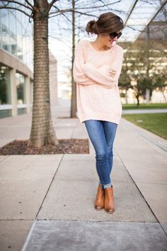 oversized sweater, blue jeans, cognac leather ankle booties, rolled up jeans and ankle booties, messy pony tail, simple casual fall outfit, comfy and casual fall outfit idea, oversized sweater and jeans outfit