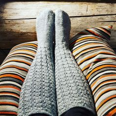Useat pitkät valepalmikko-villasukat Blanket, Knitting, Crochet, Handmade, Hand Made, Tricot, Breien, Stricken, Ganchillo