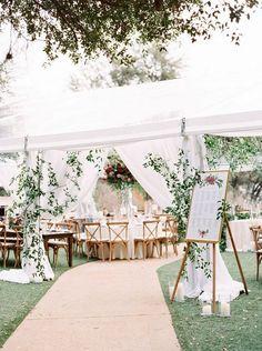 16 wunderschöne Hochzeit Eingang Dekoration Ideen für Outdoor-Zelt Hochzeiten #dekoration #eingang #hochzeit #hochzeiten #ideen #outdoor #wunderschone