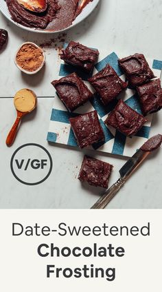 Date-Sweetened Chocolate Frosting INCREDIBLE Healthier Vegan Chocolate Frosting! 5 ingredients, creamy, rich, no butter, sweetend with dates! Healthy Vegan Dessert, Cake Vegan, Vegan Dessert Recipes, Vegan Sweets, Dairy Free Recipes, Whole Food Recipes, Dinner Healthy, Healthy Sweets, Healthy Baking