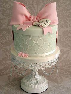 Hatbox Cake... So cute!!!!!