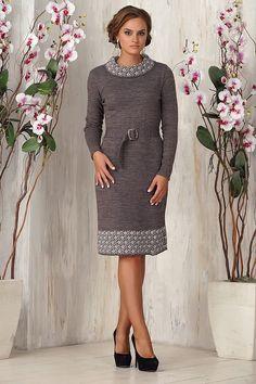 Бежевое зимнее вязаное платье с орнаментом 2015 - 2016 фото новинки