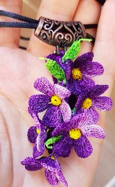 Crochet Earrings Pattern, Crochet Flower Patterns, Crochet Flowers, Crochet Necklace, Freeform Crochet, Crochet Motif, Diy Crochet, Weird Jewelry, Crochet Baby Clothes