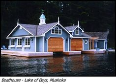 Houseboat @ Lake of Bays, Muskoka Ontario... Now I would actually live on this house boat