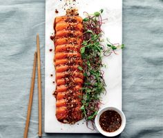 Seared salmon sashimi with a sesame seed crust :) Salmon Recipes, Asian Recipes, Healthy Recipes, Chef Sushi, Food N, Food And Drink, Dessert Chef, Tempura, Food Presentation
