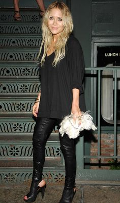 OLSENS ANONYMOUS BLOG MK MARY KATE OLSEN FASHION STYLE BLOG GET THE LOOK BLOCK LONG SLEEVE TOP LEATHER SKINNY PANTS WHITE FEATHER CLUTCH BAG PLATFORM SLING BACK SANDALS PINK POLISH RINGS BRACELETS....My Style For Fall ~~