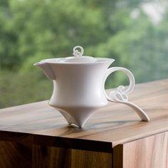 Shadow of the Wind, Porcelain Tea Pot, Heinrich Wang Pottery Teapots, Teapots And Cups, Ceramic Teapots, Porcelain Ceramics, Ceramic Pottery, Ceramic Art, Tea Pot Set, Chocolate Pots, Ceramic Design