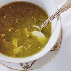 Esta sopa no es receta propia sino de mi amiga Alice. Alice es escocesa pero vive hace tanto en Madrid que su vida ya la hizo aquí. No somos de la misma generación y ni parecida pero sus setentas y…