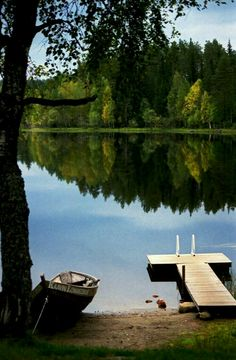 I'm more of a lake/river kinda girl rather then a beach girl. I HATE sand. But the lake! The lake is MY place! Photos Encadrées, Pictures, Lakeside Living, Lake Cottage, Cabins In The Woods, Lake Life, Helsinki, Belle Photo, Country Life