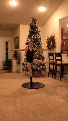 If your a dancer, this will probably iratate the fuck out of you Dance Tips, Dance Videos, Gymnastics Videos, Amazing Gymnastics, Cheerleading, Portable Dance Floor, Dance Stretches, Home Dance, Cheer Dance