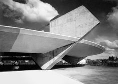 The Paulistano Athletic Club, São Paulo, Brazil, 1958 por el maestro Paulo Mendes da Rocha.