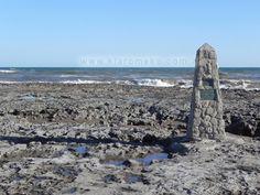 """Este lugar en la playa, El Salto de Christian"""", se encuentra hacia el suroeste de Claromecó, a unos 7 km de la zona céntrica, en la playa, justo antes de el Caracolero.Es uno de los puntos de pesca elegidos por muchos pescadores. Alli hay un monolito, con una placa que recuerda a este pescador, Christian …"""