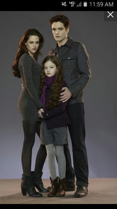 "Oh Look, ""Twilight"" Baby Renesmee Cullen Is Grown Up Now- You can find Edward cullen and more on our website.Oh Look, ""Twilight"" Baby Renesmee Cullen Is Grown Up Now- Twilight Edward, Film Twilight, Twilight Poster, Twilight Saga Quotes, Twilight Renesmee, Vampire Twilight, Twilight Saga Series, Twilight Breaking Dawn, Twilight Cast"