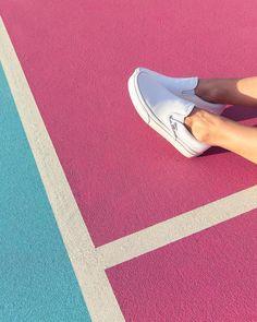 """16.9 tis. To se mi líbí, 21 komentářů – vans girls (@vansgirls) na Instagramu: """"Stand out with bright white. Shop Classics styles at vans.com/classics #vansgirls"""""""