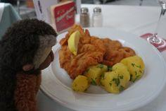 Apen matkat: Wien osa 10, maisemia tornista, lounaaksi jäätelöä, illalliseksi Wieninleike Chicken, Ethnic Recipes, Food, Essen, Meals, Yemek, Eten, Cubs