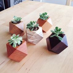 wood planter by to-mo-ni a model example of a style pinsight from fellow pinner Woodworking Projects Diy, Wood Projects, Wooden Planter Boxes, Planter Ideas, Wood Store, Plant Box, Decoration Plante, 3d Cnc, Wood Vase