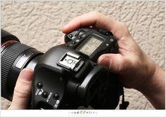 Er wordt vaak gevraagd waarom ik gebruik maak van de AF-ON knop op de achterkant van mijn camera. Heel simpel: ik stel niet scherp met de ontspanknop. Het ' hoe' is niet zo ingewikkeld. Het 'waarom' is heel wat moeilijker uit te leggen. Daarover gaat dit artikel. Ik probeer het simpel te houden, maar ik weet niet of dat zal lukken. Eén ding wil ik wel benadrukken; hoewel ik alle voorbeelden aan de hand van mijn Canon laat zien, heeft dit absoluut niets met merk te maken, maar met de…