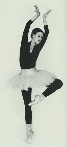 Karen Kain, National Ballet of Canada Ballet Beau, Ballet Dance, Shall We Dance, Just Dance, Karen Kain, Dance Meaning, Dance Photos, Dance Images, Dance Pictures