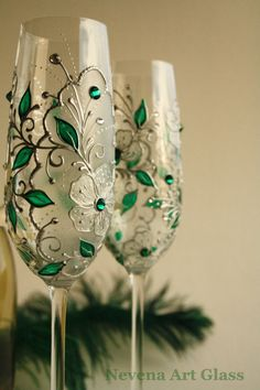 So beautiful! Emerald CRYSTAL Wedding Glasses Hand Painted by NevenaArtGlass