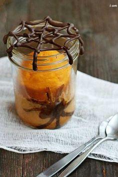 La toile d'araignée en #chocolat surplombant un gâteau à l'orange fera son petit effet pour le dessert de votre #Halloween party. Pour savoir comment la réaliser, suivez les conseils de l'auteure de I'm baker.