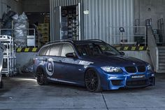 BMW E91 335i Touring blue