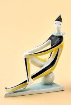 ÜLŐ BOHÓC Zsolnay porcelánfajansz, art-deco stílus, színes mázzal. Tervezte: Török János. 1900-as évek közepe. Magasság: 16,5 cm kik ár.6500ft