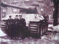 Germany Ww2, German Girls, Ww2 Tanks, Military Weapons, German Army, Armored Vehicles, Historical Photos, Warfare, World War Ii