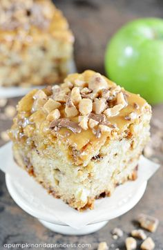 Caramel Apple Cake Caramel Apple Cake - this easy apple cake is topped with caramel and toffee and is the perfect fall dessert recipe!Caramel Apple Cake - this easy apple cake is topped with caramel and toffee and is the perfect fall dessert recipe! Fall Dessert Recipes, Fall Desserts, Just Desserts, Delicious Desserts, Easy Apple Cake, Apple Cake Recipes, Baking Recipes, Dessert Party, Coffee Cake