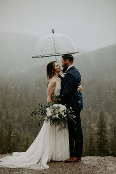 This snowy elopement in Lake Louise was beautiful and romantic. The couple exchanged their vows then did wedding photos at Lake Louise and Moraine Lake. Wedding Photography Poses, Wedding Photography Inspiration, Wedding Portraits, Wedding Photos, Rain Wedding, Wedding Songs, Wedding Day, Wedding Dress, Elope Wedding