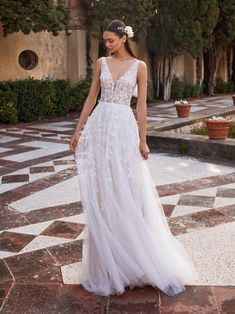 Pronovias 2020 collection available at Esposa boutique in Lebanon (Dbayeh & Ramleh El Bayda) Most Beautiful Wedding Dresses, Classic Wedding Dress, Dream Wedding Dresses, Designer Wedding Dresses, Bridal Dresses, Bridesmaid Dresses, Making A Wedding Dress, Fairy Wedding Dress, Wedding Dress Shopping