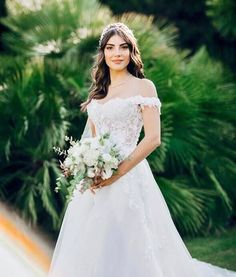 Turkish actress Deniz Baysal got married to Barış Yurtçu who is the solist of Kolpa music group. The couple has been dating for 3 years and they got engaged in 3 November Model Poses Photography, Turkish Women Beautiful, Turkish Beauty, Ponytail Girl, Pakistani Bridal Makeup, Girls Dp Stylish, Weeding Dress, Famous Stars, Wedding Goals