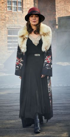 Helen McCrory as Polly Gray, Peaky Blinders Peaky Blinders Fancy Dress, Peaky Blinders Costume, Peaky Blinders Theme, Aunt Polly Peaky Blinders, 20s Fashion, Vintage Fashion, Peeky Blinders, Mode Inspiration, Costume Design