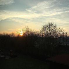 Abendlicher Blick aus dem Küchenfenster. by scherzinfarkt