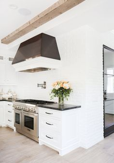 White light and clean lines in the kitchen