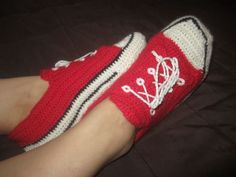 super! crochet converse style slippers @Sharro Jo ha ha I wish i could make these for you!!!