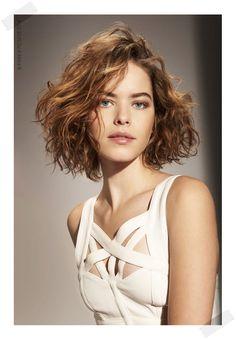 Interesting cut X Long hair - Lange Haare Ideen Cute Short Curly Hairstyles, Bob Haircut Curly, Haircuts For Medium Hair, Short Hair Cuts, Medium Hair Styles, Curly Hair Styles, Brown Hairstyles, Curly Bob, Casual Hairstyles