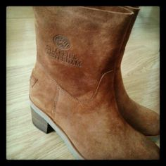 Short suede Shabbies boots with heel