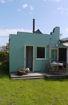 San Gerado, Camber Sands. Unusually spacious, architect renovated, single storey holiday cottage tucked behind the dunes at Camber.  Just a two minute walk to the beach!