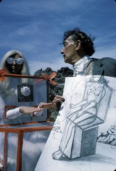 Salvador Dali and Gala.Our clock's are still melting. Salvador Dali Photography, Figueras, Salvador Dali Art, Dali Paintings, Art Sculpture, Art Moderne, Surreal Art, Famous Artists, Artist At Work