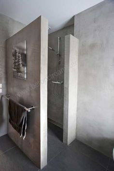 betonstuc, badkamer met doucheafscheiding