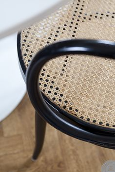 really like this chair with the black frame and natural wicker? seat