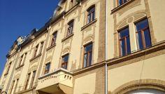 Una dintre cele mai frumoase cladiri istorice din oras a fost reabilitata. Palatul Reformat a devenit o bijuterie! Multi Story Building, Louvre, Architecture, Travel, Arquitetura, Viajes, Destinations, Traveling, Trips