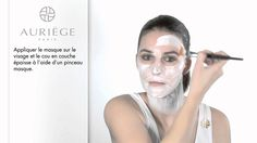 Utiliser un masque une fois par semaine, juste après le gommage. En savoir + :  http://www.lappartdesarah.fr/2013/12/les-masques.html