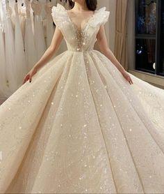 Fantasy Wedding Dresses, Fantasy Gowns, Pretty Quinceanera Dresses, Pretty Prom Dresses, Ball Gown Dresses, Bridal Dresses, Princess Ball Gowns, Ball Gowns Evening, Fairytale Dress