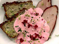 Sos rosyjski na zimno Sos rosyjski ma piękny różowy kolor i wyrazisty smak. Sos można podać do pieczonych mięs serwowanych na zimno, wędlin, gotowanych jajek, sałatek i kanapek.