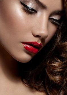 Red lip-colors will make you drop dead gorgeous. The key is to tone down the rest your make-up, including your eyes, to draw the focus to your scarlet red lips Makeup Tips, Beauty Makeup, Eye Makeup, Hair Makeup, Hair Beauty, Retro Makeup, Prom Makeup, Makeup Ideas, Beautiful Lips