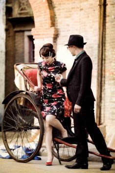 Chinese classy style pre-wedding photo idea | This is amazing! Head over to Seoul Gallery where you can see more of their unique works http://www.bridestory.com/seoul-gallery/projects/overseas-shanghai