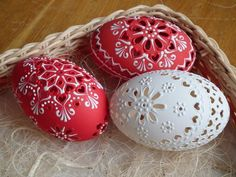 Easter eggs or Kraslice, contemporary (Slovakia) Art D'oeuf, Egg Shell Art, Carved Eggs, Egg Tree, Easter Egg Designs, Ukrainian Easter Eggs, Easter Egg Crafts, Easter Traditions, Egg Decorating